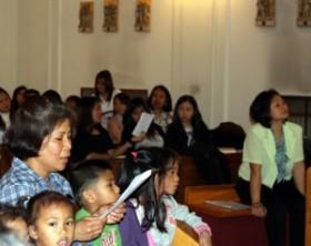 Bambini durante la messa