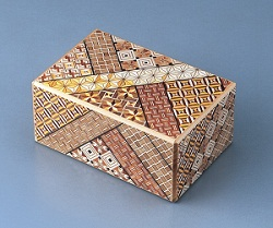 Noboru Honma, Hakone marquetry Five-inch secret box requiring ten steps