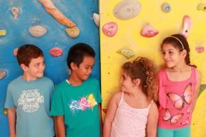 I bambini del Centro estivo Piuculture alla Mazzini. Il laboratorio di teatro per il fotoraccinto Tarallandia. Foto della maestra Elisa Martinelli