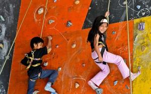 Parete Scalata Bambini : Corsi di arrampicata per i bambini di più culture