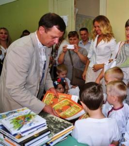 La consegna  dei libri in lingua ucraina