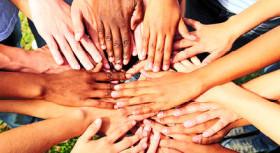 mani di tutti i colori