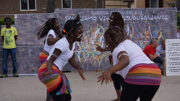 Danze dal Camerun durante Ramazza Arcobaleno
