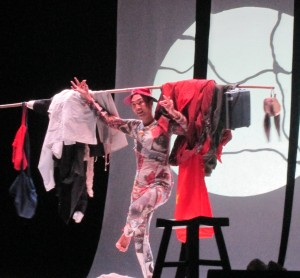 Shi Yang Shi  nello spettacolo Porta di bronzo, lo stesso sogno  - Tong Men-g
