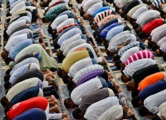 Preghiera alla Grande Moschea di Roma durante il Ramadan