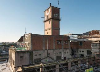 Edificio centrale. Sulla torre il telescopio, opera di Gian Maria Tosatti e simbolo di Metropoliz