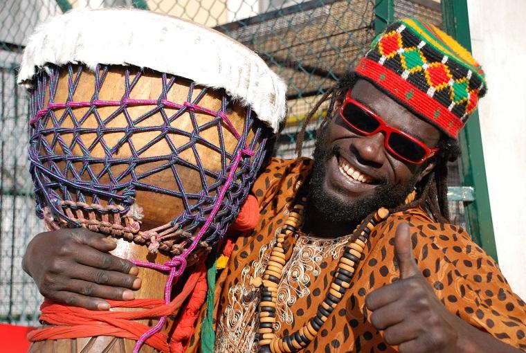 Moustapha Mbengue, frontman dei Tam Tam Morola. Foto di Sandra Fratticci