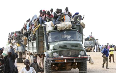 Migranti in viaggio, al confine con la Libia