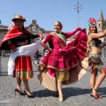 il Perù mostra il suo volto folkloristico con un flash mob a piazza del Popolo