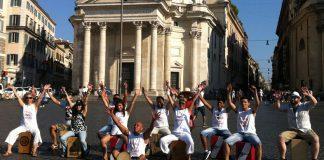 I percussionisti del cajon peruviano a piazza del Popolo per il flash mob Perù 2015: Costa, Sierra y Selva