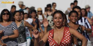 Il flash mob del Perù fa ballare piazza del Popolo a Roma