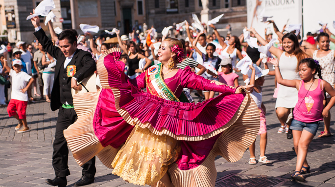 Flash mob: Il Perù si esibisce a Piazza del Popolo