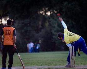 La comunità indiana di Roma coltiva la passione per il cricket a Villa Pamphili. Foto di Giuseppe Marsoner
