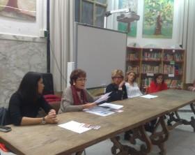 Giovedì 29 ottobre in un incontro conoscitivo con i genitori degli alunni stranieri dell'Istituto di via Volsinio Amalia Ghisani ha illustrato il progetto Evviva le culture, fornendo spiegazioni ed indicazioni sul corso di insegnamento di italiano L2 per adulti stranieri, in programma dal prossimo dicembre.