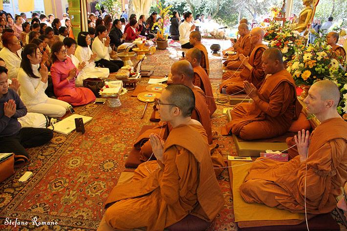 La festa buddhista di Kathina nel grande tempio di Rieti: foto racconto