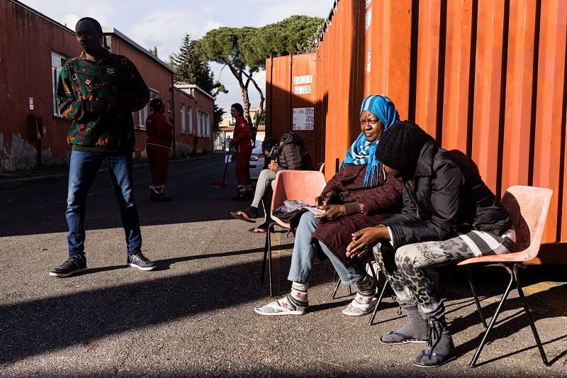 La struttura della Croce Rossa a Tiburtino Terzo III per l'accoglienza dei migranti in transito
