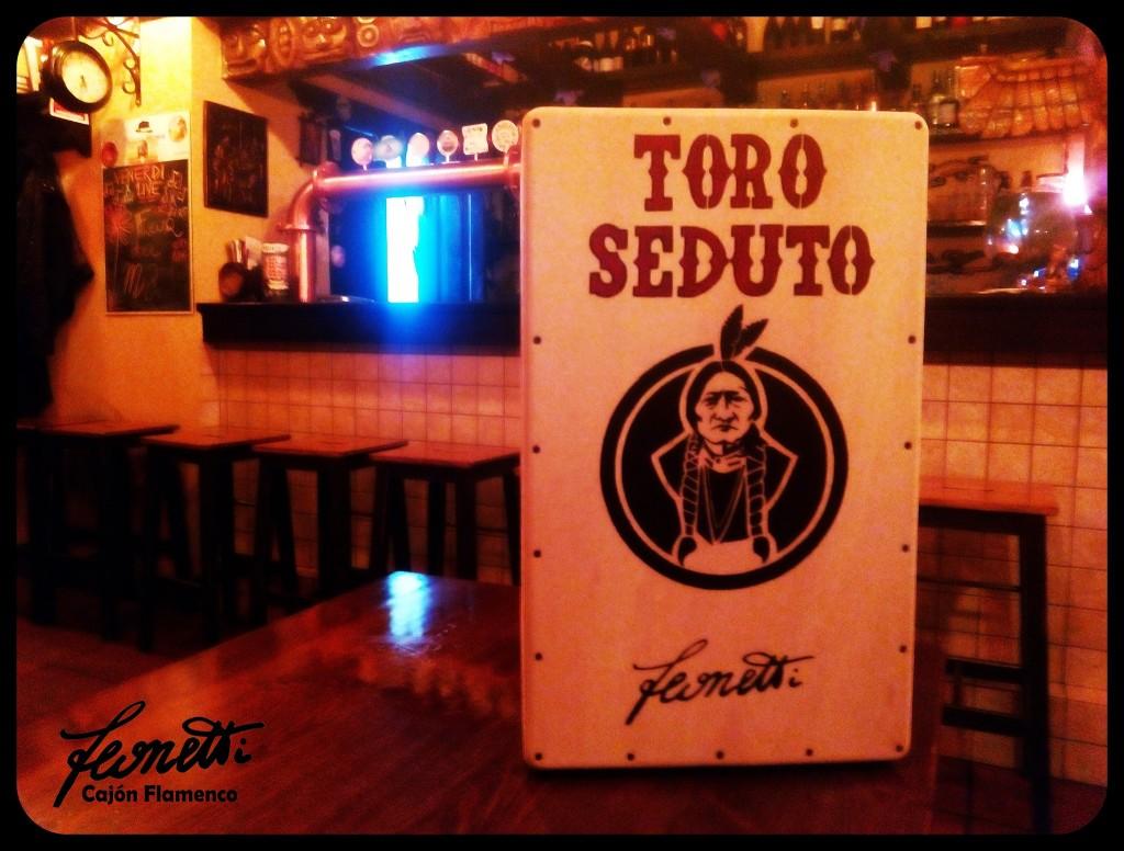 Cajón personalizzato per la birreria Toro Seduto