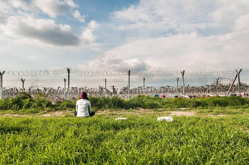Veronica nel campo di Idomeni. Fotografia di Edoardo Premoli.