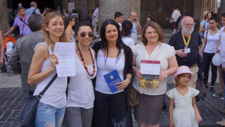 Imagine din timpul unui flash mob pentru cetatenie organizat in fata Pantheonului in 2015