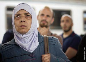 Una signora siriana in viaggio