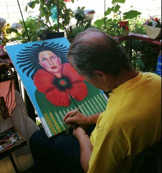 Baskim Duma mentre dipinge sul suo terrazo