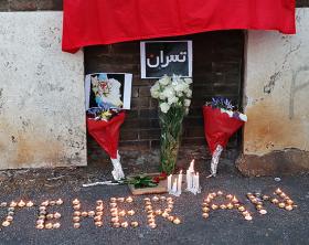 La fiaccolata per le vittime di Teheran a Roma