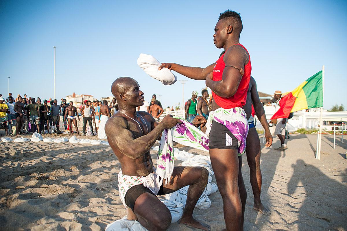 Lotta senegalese il primo torneo si disputa alle porte di for Tradizioni di roma
