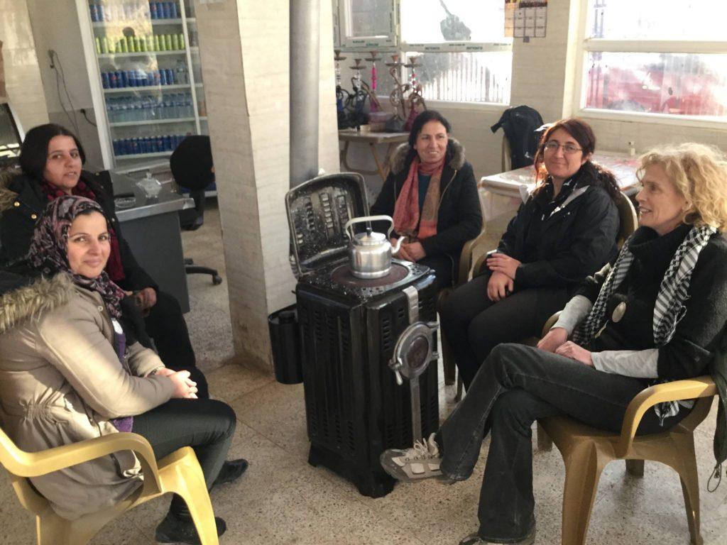 Carla Centioni con le donne di Kobane - Fonte: Facebook