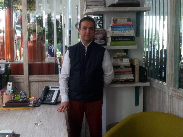 """Mehrdad Aghamiri, imprenditore che promuovere e vende cibo """"all'italiana"""" a Tehran"""