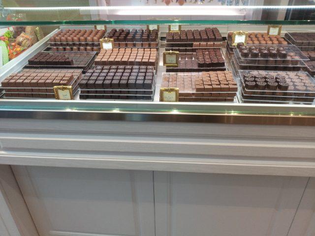 Cioccolatini prodotti rigorosamente a mano nel laboratorio di Mehrdad Agha Miri Who