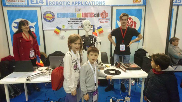 Giovani visitatori allo stand della Romania al Marker Faire Rome
