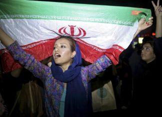 Giovane manifestante iraniana