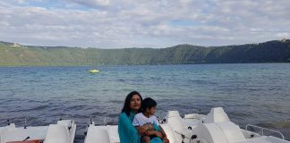 Bithi con suo figlio al lago di Albano
