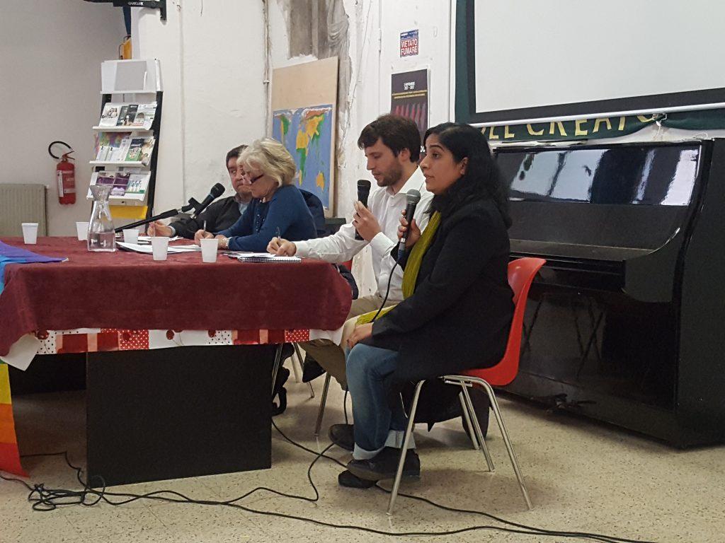 Malalai Joya insieme a Giuliana Sgrena al tavolo della conferenza