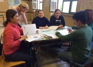 Gli studenti del corso di italiano per adulti stranieri all'Istituto Guido Alessi