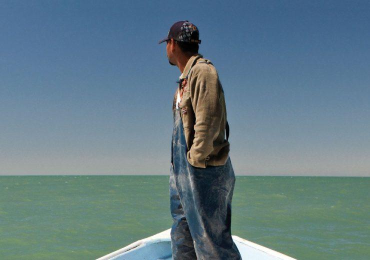 """Il progetto """"La frontiera"""" prende il nome dal libro di Alessandro Leogrande che ha questa immagine di copertina"""