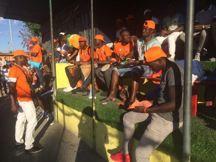 La tifoseria ivoriana si prepara per fare il tifo alla sua squadra