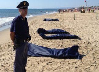 Cadveri di migranti sulla spiaggia(foto LiveSiciliaCatania)
