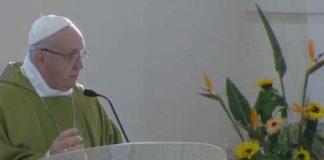 """Papa Francesco a Sacrofano celebra la messa in apertura del meeting """"Comunità accoglienti: liberi dalla paura"""" (foto Aci)"""