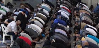 Fedeli che pregano nella Grande Moschea di Roma