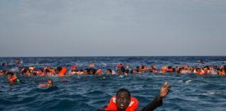 il soccorso di migranti in mare