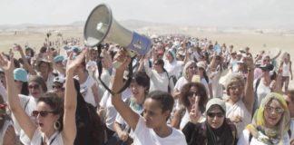 Donne che manifestano per la pace