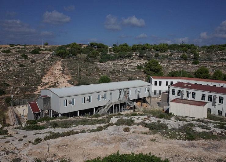 L'accoglienza, hotspot sovraffollato di Lampedusa. Fonte - infomigrants.net