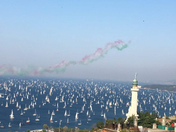 la parenza della Barcolana nel golfo di Trieste