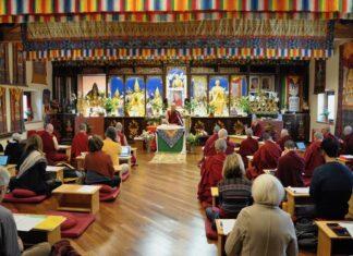 Partecipanti a un corso di studi in uno dei Centri buddhisti in Italia